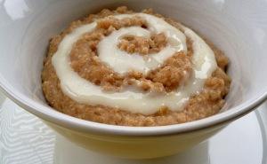 cinnamon-roll-oatmeal1
